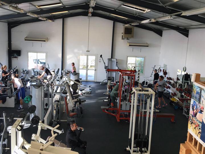 Salle de sport fitness et bien tre hy res gym passion for Salle bien etre